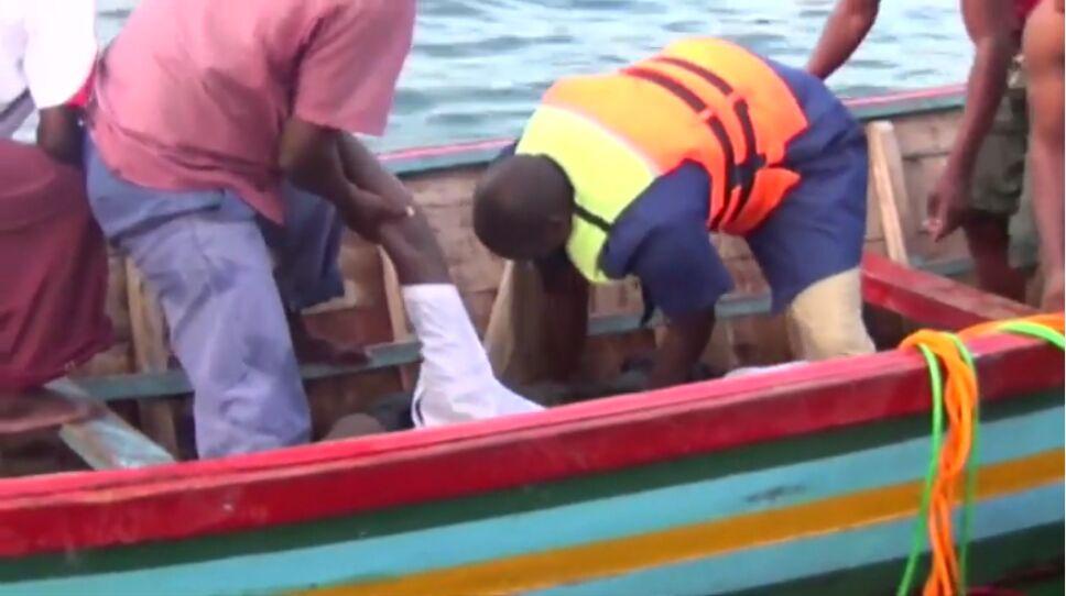 Al menos 42 muertos por hundimiento de ferry en Tanzania, podrían sumar 200