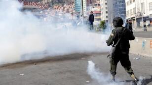 Reprimen con gas marcha en Bolivia