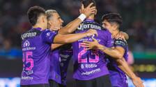 Mazatlán festeja el gol frente al Atlas.