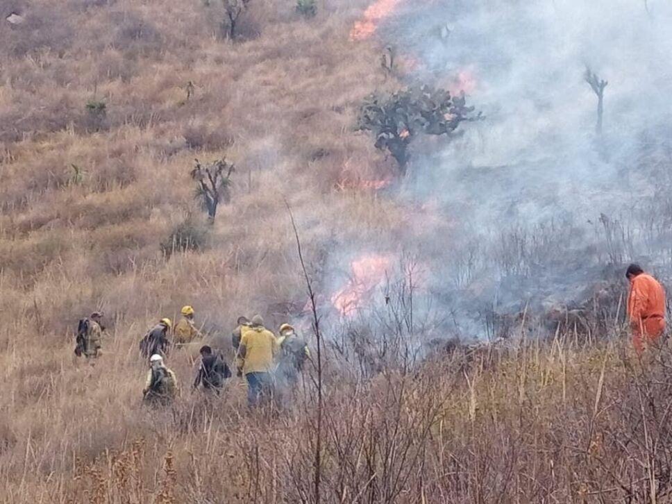 Fuera de control incendio en la Siierra de Guadalupe 2.jpg