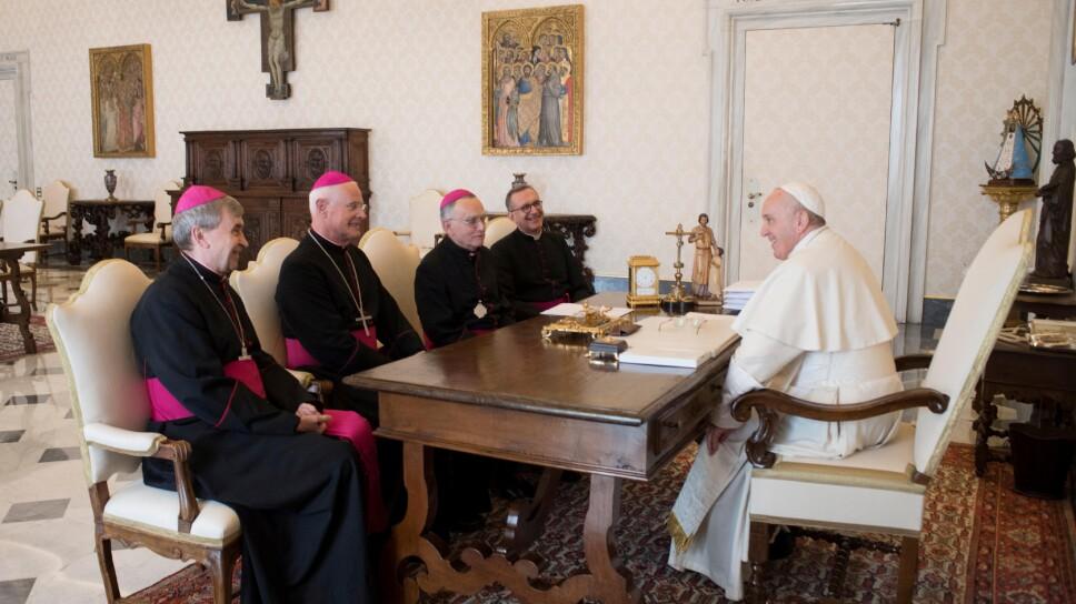 Imagen de archivo de una reunión del Papa Francisco con la jerarquía de la Conferencia Episcopal de Francia en el Vaticano.