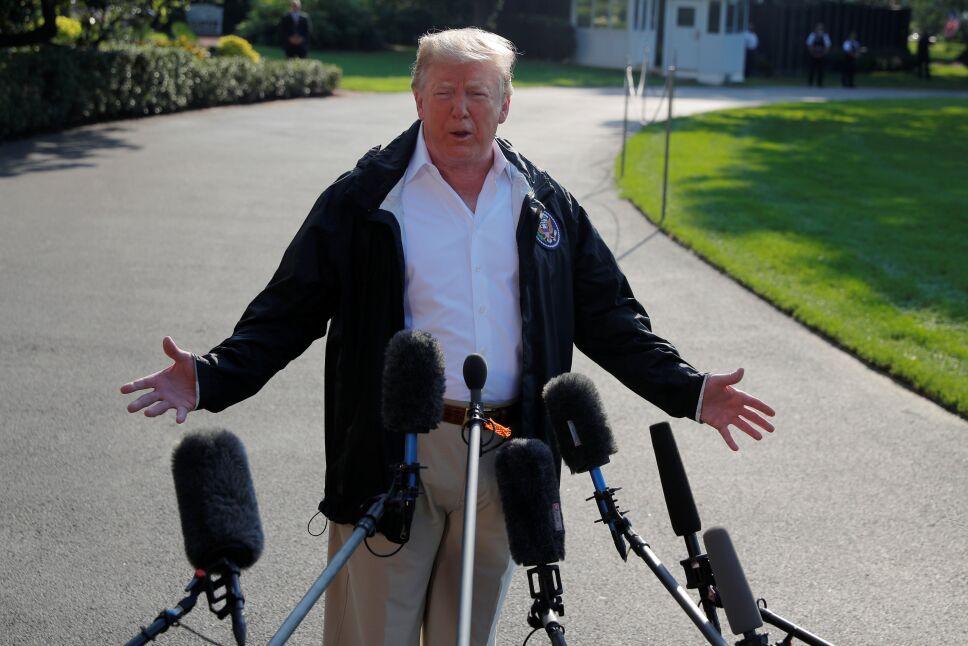 Trump visita a afectados por Florence