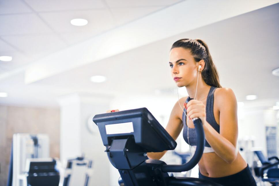 young-female-athlete-training-alone-on-treadmill-in-modern-3768916.jpg