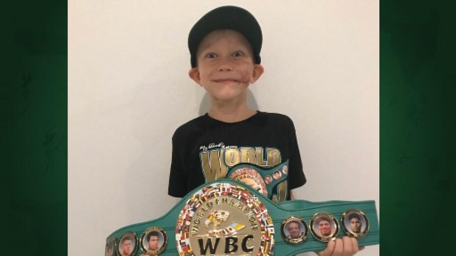 Bridger Walker niño campeon del consejo mundial de boxeo