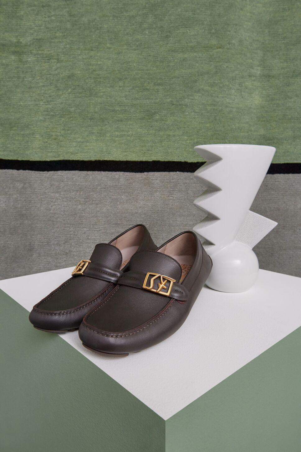 zapatos ferragamo sf logo