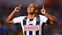 1 futbolistas chilenos méxico chupete suazo.jpg