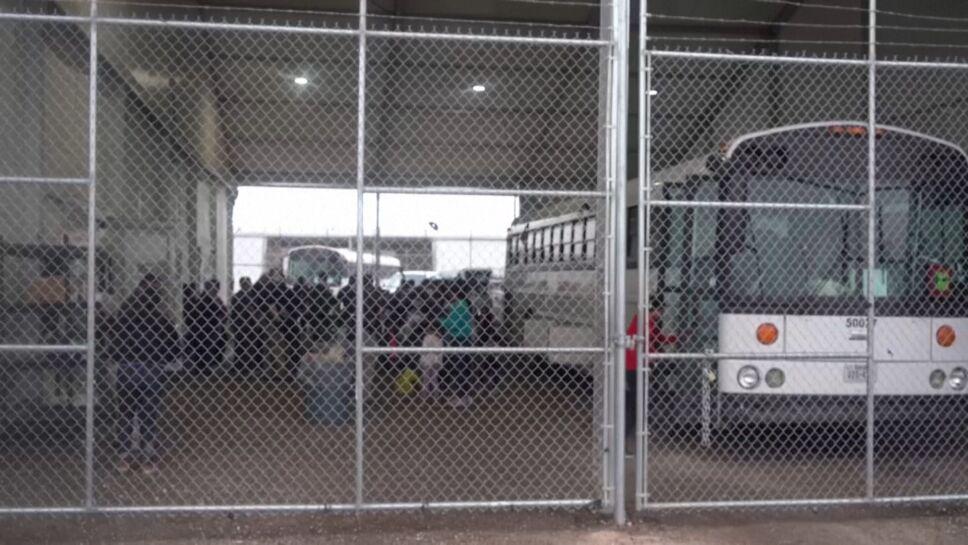 Mientras AMLO y Haris se reunen, estrenan instalaciones para detención de migrantes