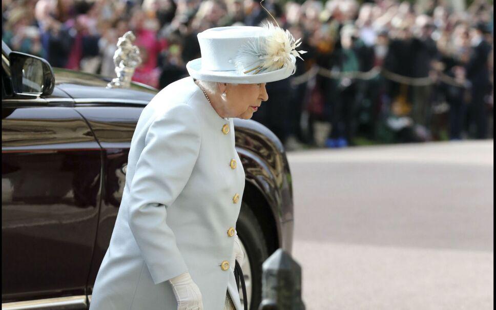 Y la familia real británica no podía faltar; empezando por la reina Isabel, quien llegó en medio de las ovaciones como siempre.