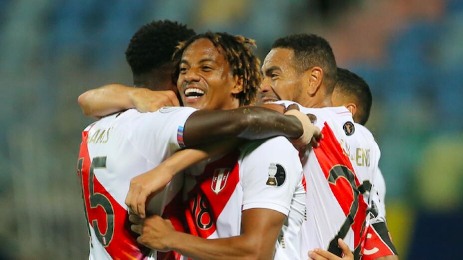 Peru derrota a Colombia .jpg