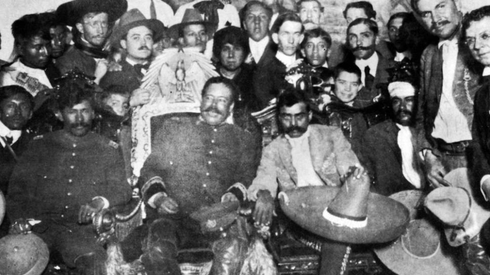 Villa y Zapata en la silla presidencial/ Foto: Especial
