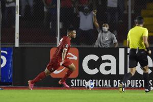 México vs Panamá gol Rolando.png
