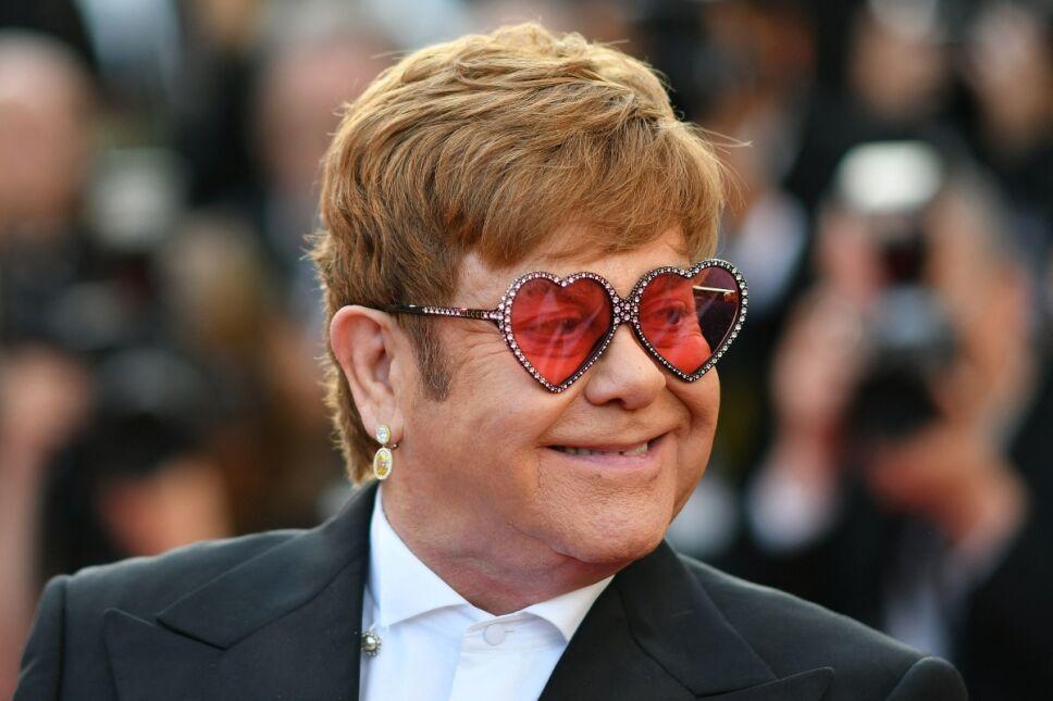 Elton John adquiere obra de artista mexicano