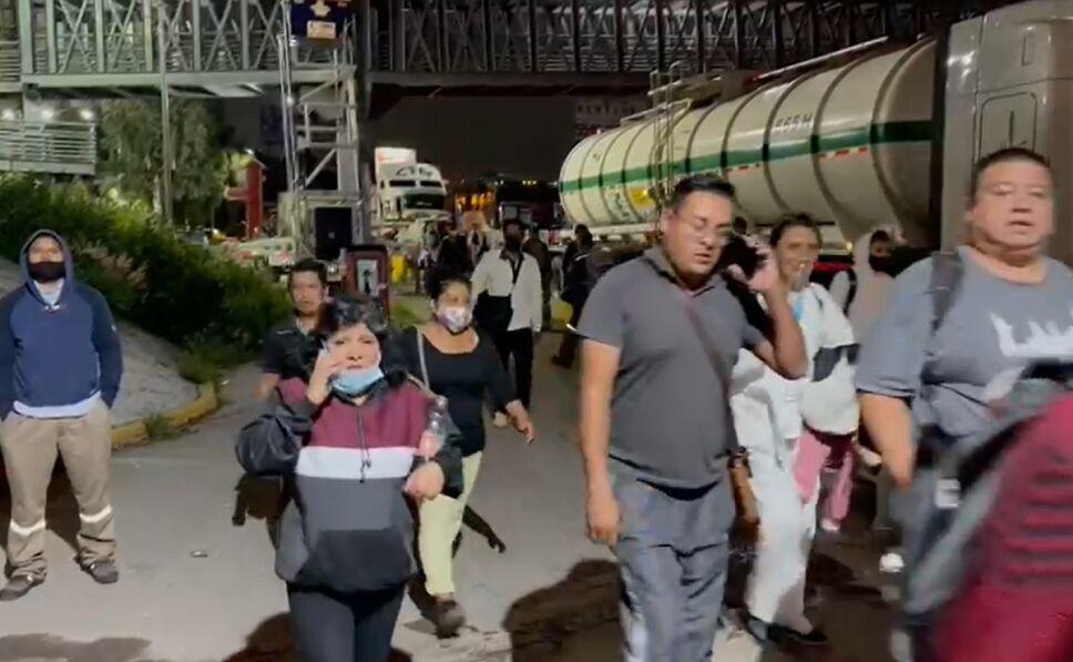 Mexico-Pachuca highway blocking gaseros.jpg