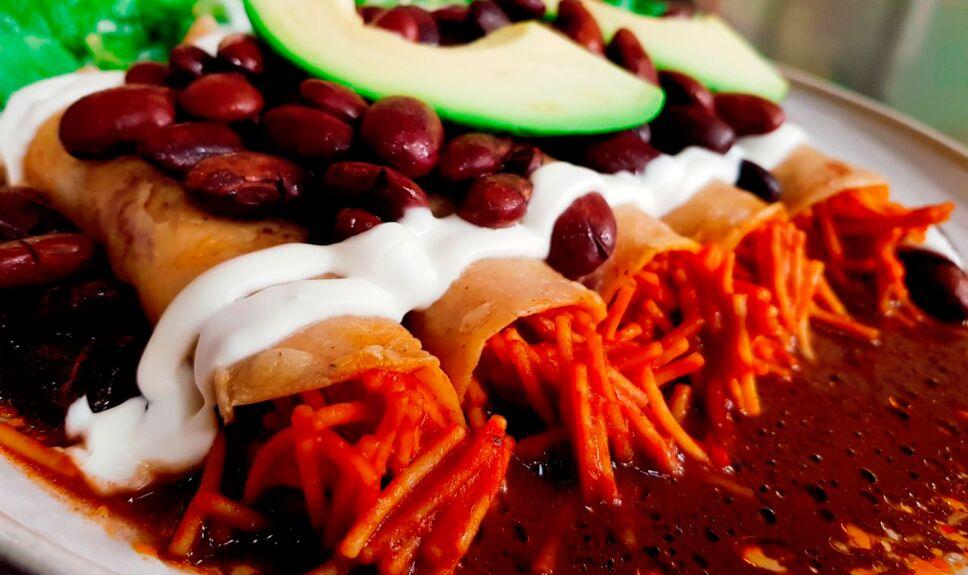 Tacos de fideo seco