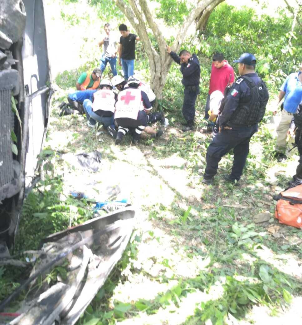 11 personas lesionadas por accidente vehicular en la Tuxpan Tampico