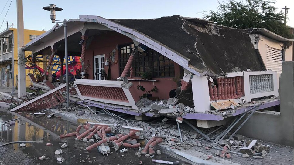 Imagen de una casa derrumbada en Guánica tras el fuerte sismo que golpeó a Puerto Rico