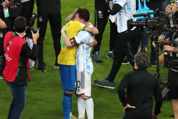 Neymar Messi abrazo.jpeg