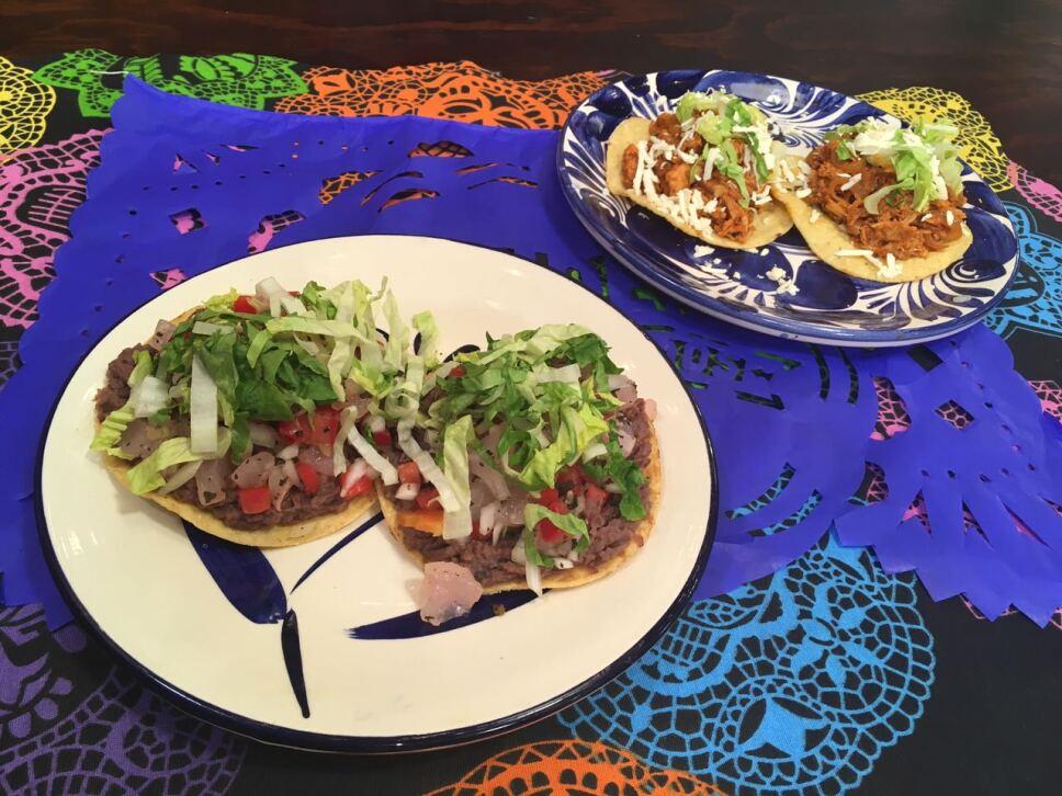 Tostadas de pata y tinga, Cocineros Mexicanos