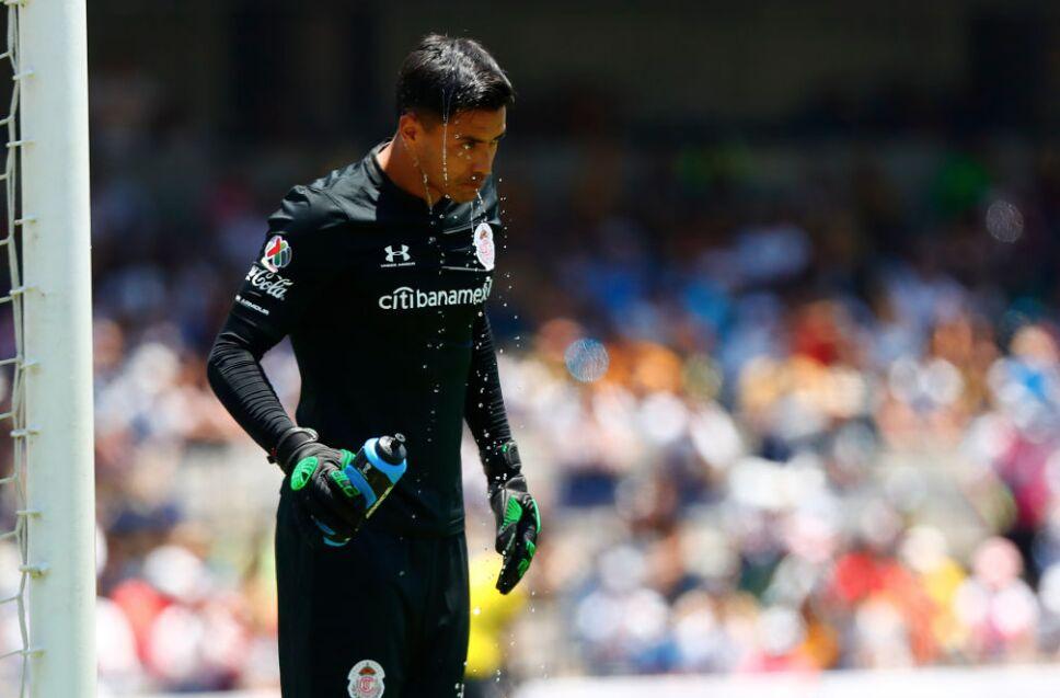 Talavera redujo su sueldo para poder jugar con Pumas