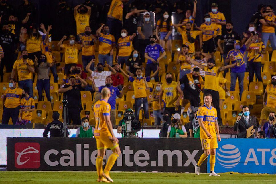 Tigres derrota a Rayados .jpg