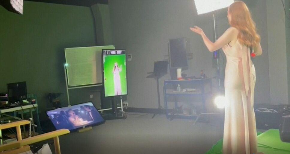 Dama de honor holograma novia.jpg