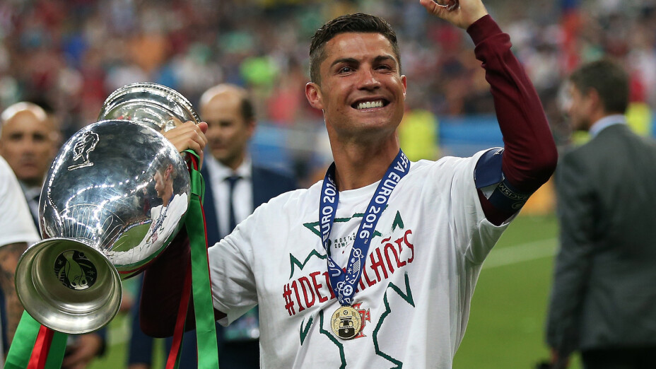 Cristiano celebra el título de la Euro 2016