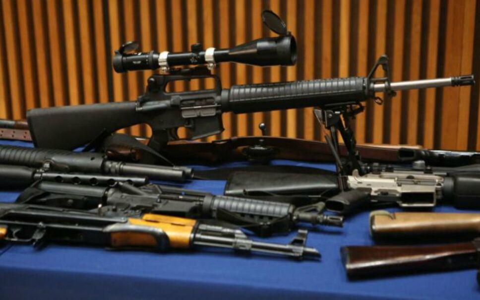 confiscan armas en casa de anciana en queens