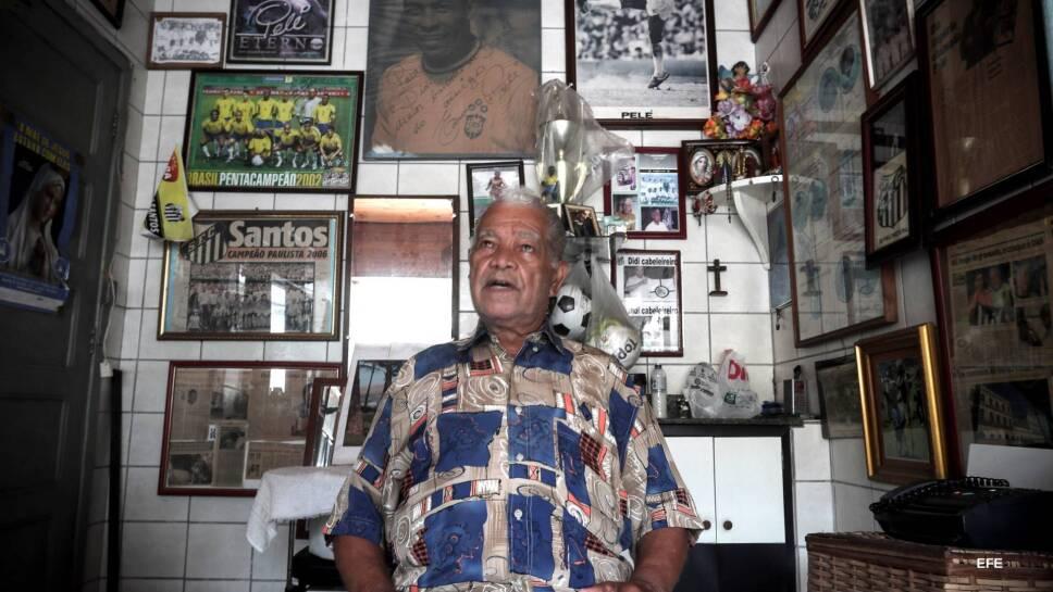 Didi y su colección de artículos de Pelé