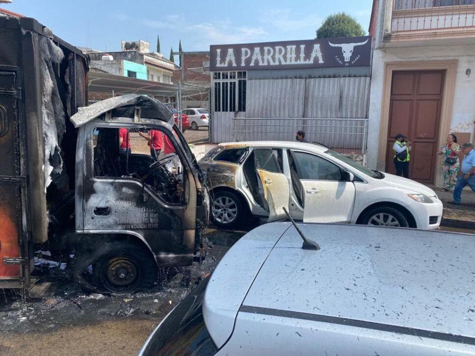 Bloqueos e incendio de vehículos en Uruapan (6).jpg