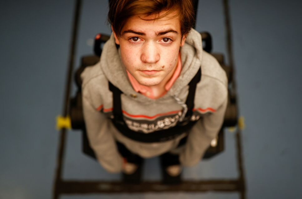 Construye exoesqueleto para que su hijo