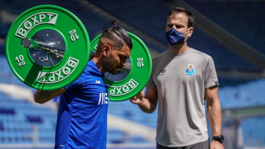 Jesús Corona jugador del Porto