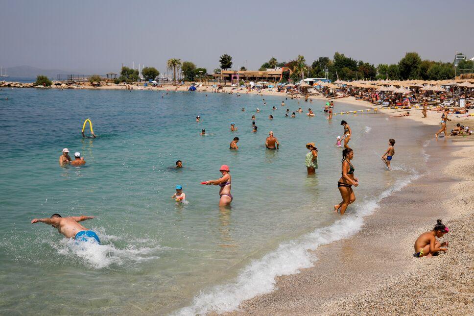 Grecia se enfrenta peor ola de calor en 34 años.