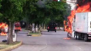 Camión es incendiado por criminales