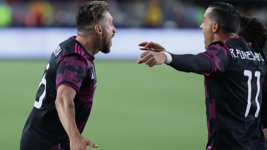 Herrera y Funes Mori celebran un gol