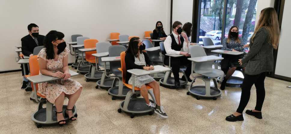 Alumnos en clase Anáhuac.jpeg
