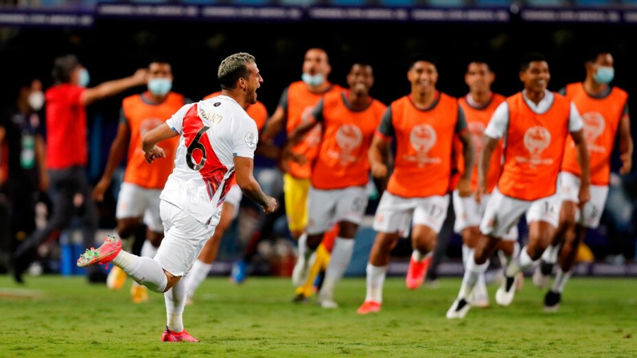 Perú celebra el pase a Semifinales en la Copa América 2021.jpg