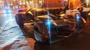 """Foto del martes de un """"Batimóvil"""" tras ser detenido por las autoridades de tránsito rusas en Moscú"""