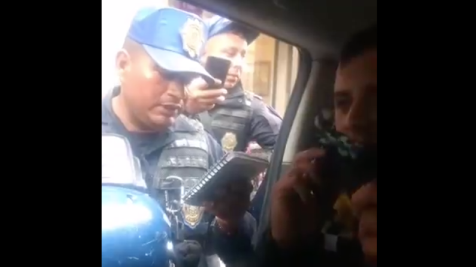 policía detenido.png