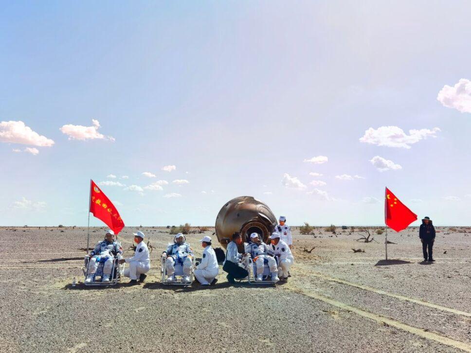 Astronautas regresan a Tierra, tras misión espacial más larga de China