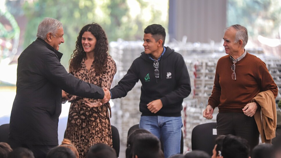AMLO encabeza ceremonia ante Jóvenes construyendo el futuro