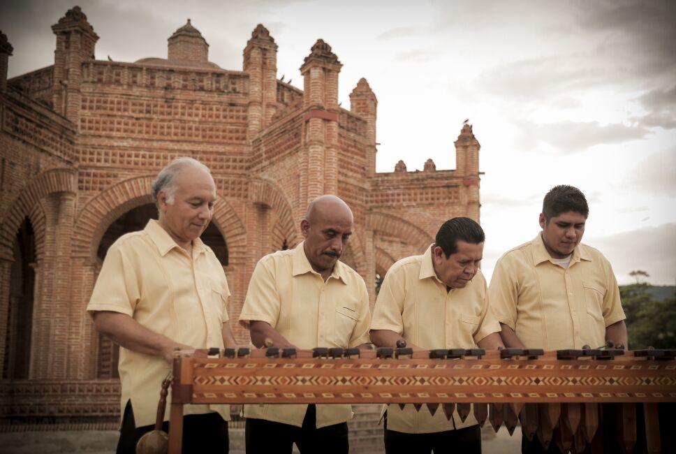 Tocando la marimba en Chiapa de Corzo